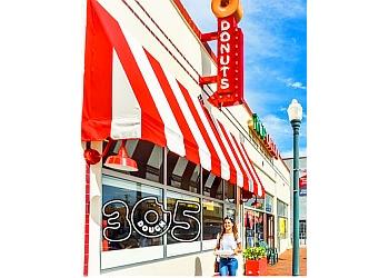 Miami donut shop 3dough5 Doughnuts & Coffee
