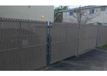 Fort Lauderdale fencing contractor A-Hinze fence contractors