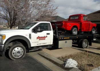 Aurora towing company Acevedo's Towing