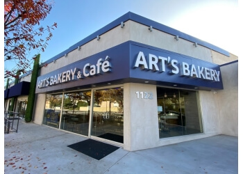 Glendale cake Art's Bakery