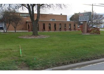 Sterling Heights auto body shop Auto Body Service Centers