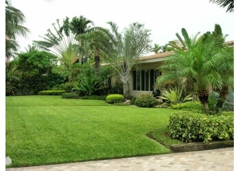 Hollywood lawn care service BLT Lawn Care LLC
