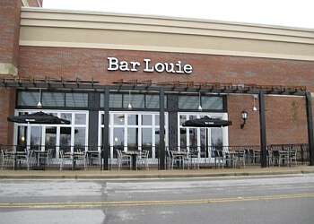 Murfreesboro sports bar Bar Louie