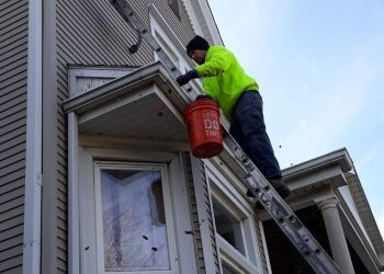 Chicago gutter cleaner Best Price Gutter Clean