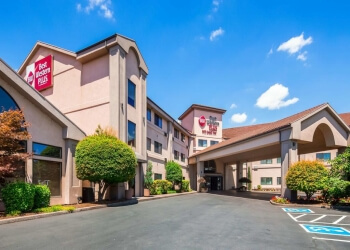 Salem hotel Best Western Plus Mill Creek Inn
