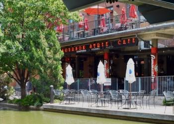 Oklahoma City seafood restaurant Jazmo'z Bourbon Street Cafe