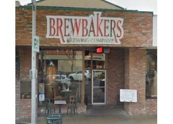 Visalia american restaurant Brewbakers