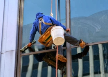 Minneapolis window cleaner Brightview Window Cleaning Services