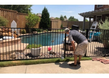 Dallas fencing contractor Budget Fence N Deck