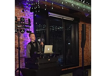 Tulsa dj CG Entertainment - DJ & Photo Booth