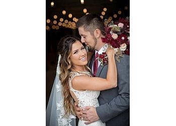 Minneapolis wedding photographer Camelot Photography