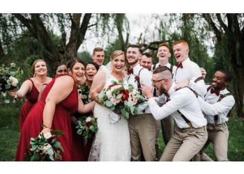 Dayton wedding photographer Chelsea Hall Photography