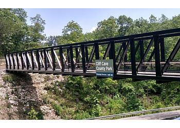 St Louis hiking trail Cliff Cave County Park Trails