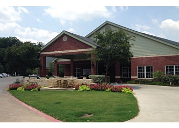 Fort Worth assisted living facility Courtyards at River Park