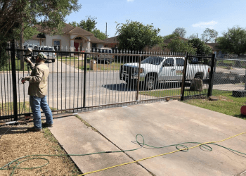 Brownsville fencing contractor Cruz Fencing