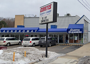 Grand Rapids dry cleaner Curtis Cleaners & Laundry