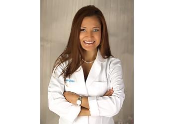 Coral Springs cosmetic dentist DR. FELICIA DURAN, DDS
