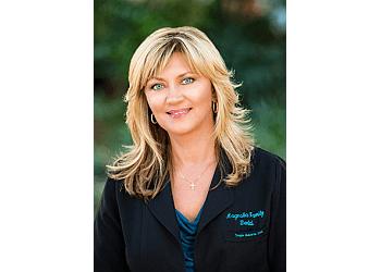 Gainesville dentist DR. TWYLA ROBERTS, DDS