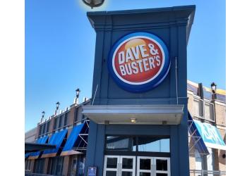Kansas City sports bar Dave & Buster's