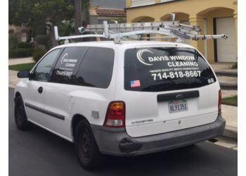 Huntington Beach window cleaner Davis Window Cleaning HB