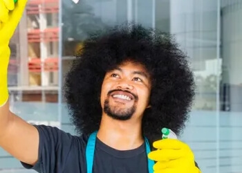 Detroit window cleaner Deep Clean Kings