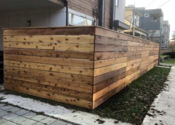 Seattle fencing contractor Defining Fence