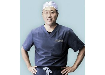 Huntington Beach orthopedic Derek T. Dee, MD