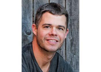 Fort Worth chiropractor Dr. Gideon Traweek, DC - CHIROPLUS CLINICS
