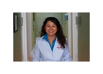Garden Grove eye doctor Dr. Hollie H. Huynh, OD