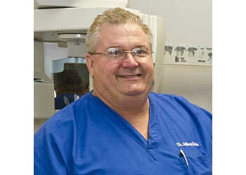 Pasadena dentist Dr. Jeffery Eakin, DDS