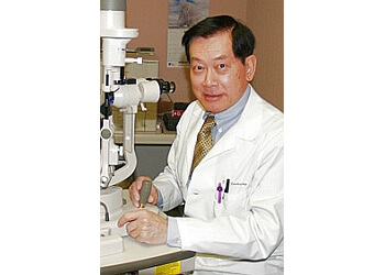 Elizabeth eye doctor Justin Mang, MD
