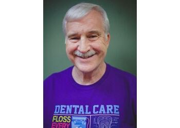 Clarksville kids dentist Dr. Lary W. Deeds, DMD