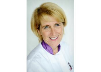 Escondido cosmetic dentist Dr. Leslie Bonar, DDS