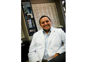 Laredo pediatric optometrist Dr. Omar De La Cruz, OD