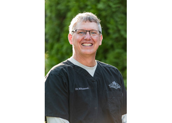 Fort Wayne cosmetic dentist Dr. Steven Ellinwood, DDS
