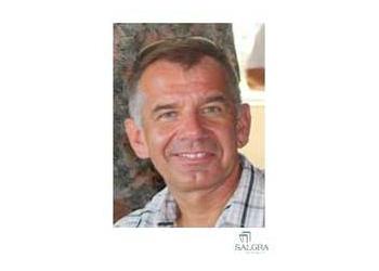 Pembroke Pines cosmetic dentist Dr. Tomasz Grabczak, DDS