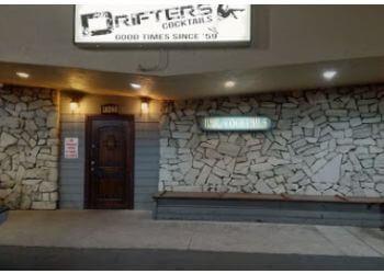 Santa Clarita night club Drifters Cocktails