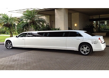 Honolulu limo service Duke's Limousine, INC.