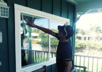 Honolulu window cleaner Dynamo Cleaning, LLC