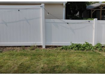 Columbus fencing contractor Elevated Fence LLC