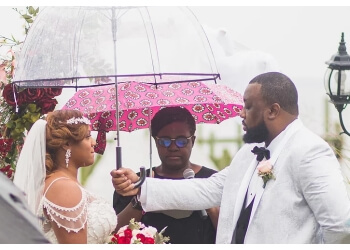 Baltimore wedding officiant  Elle Is For Love