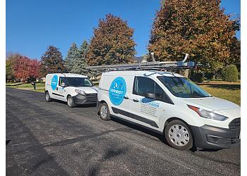 Naperville window cleaner Ernest Windows