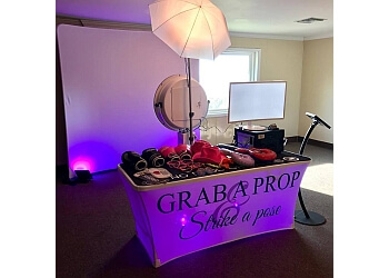 Mobile photo booth company FLYBY PHOTO BOOTH COMPANY
