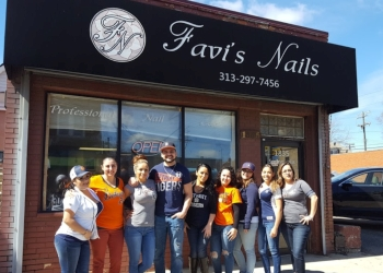 Detroit nail salon Favi's Nails