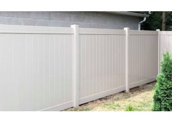 Louisville fencing contractor Fence It Now LLC