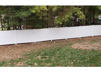 Richmond fencing contractor  Fence Me In & Decks Too
