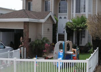 Huntington Beach fencing contractor Finyl Vinyl