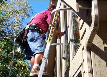 Milwaukee window cleaner First Klass Window Cleaning Inc.
