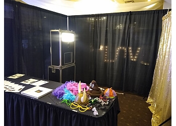 Cincinnati photo booth company Flash Cube Photo Booths