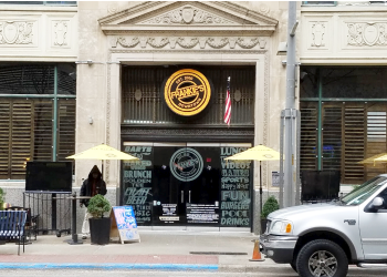 Dallas sports bar Frankie's Downtown